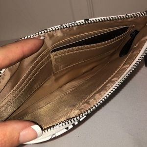 Guess Bags - NWT Guess Wristlet Clutch
